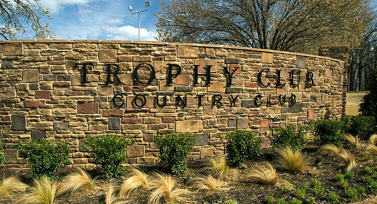 The Trophy Club Country Club sign.